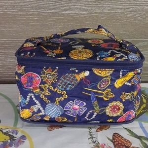 Designs on Travel Glamour carrying cosmetic case
